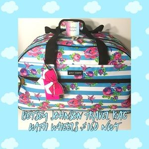 🌸NWT $160 BETSEY JOHNSON TRAVEL BAG WITH WHEELS!!